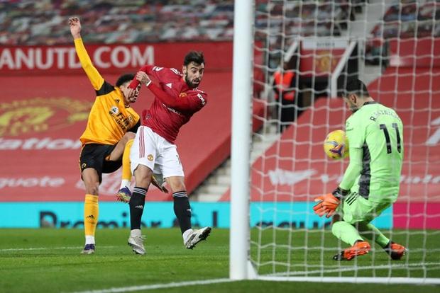 Thắng kịch tích trận cuối cùng của năm, MU lên nhì bảng Ngoại hạng Anh - Ảnh 6.