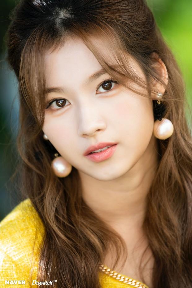 """""""Hết hồn"""" mặt mộc của nữ thần Sana (TWICE) và bạn gái Heechul: 1 """"bộ phận"""" mất dạng, làm giảm đi 70% độ xinh - Ảnh 6."""