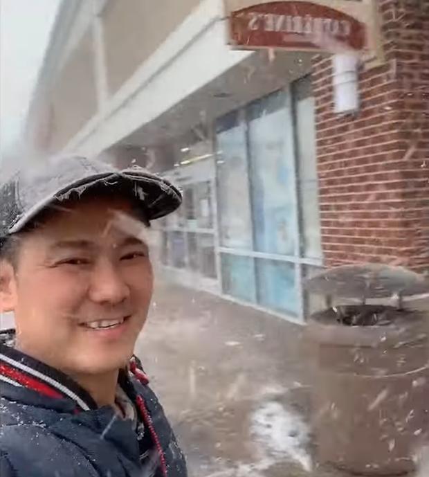 Cố NS Vân Quang Long những ngày cuối đời: Chăm chỉ đi làm thợ điện, tranh thủ sáng tác hát livestream để thoả đam mê - Ảnh 4.