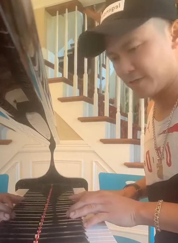 Cố NS Vân Quang Long những ngày cuối đời: Chăm chỉ đi làm thợ điện, tranh thủ sáng tác hát livestream để thoả đam mê - Ảnh 7.