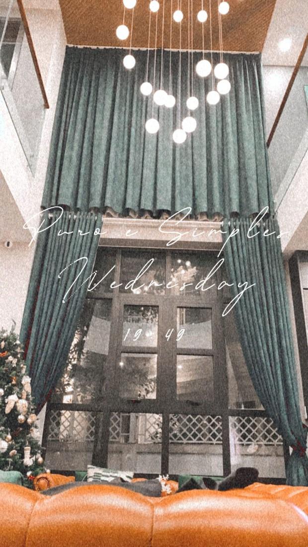 Nhà đẹp không góc chết của Á hậu Tú Anh: Cửa chính để sống ảo, nội thất nhiều màu đen, đến bồn tắm cũng sang chảnh bậc nhất - Ảnh 3.