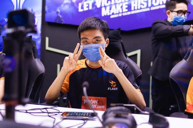 Đang livestream thì gặp trẻ trâu hack map, Xuân Bách có ngay một màn xử lý đi vào lòng người khiến fan nể phục - Ảnh 4.