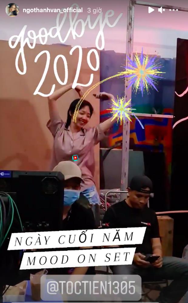Sao Vbiz đón năm mới 2021: Hương Giang - Matt Liu kề cận tình tứ, Huy Trần viết lời ngôn tình rộ nghi vấn ở bên Ngô Thanh Vân - Ảnh 10.