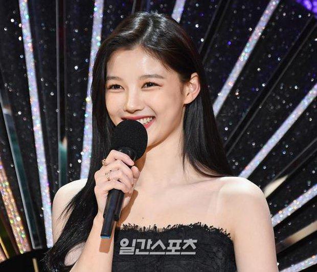 Mỹ nhân hot nhất SBS Drama Awards 2020 gọi tên Kim Yoo Jung: Sao nhí lột xác thành nữ thần, chấp hết mọi ống kính phóng viên - Ảnh 13.