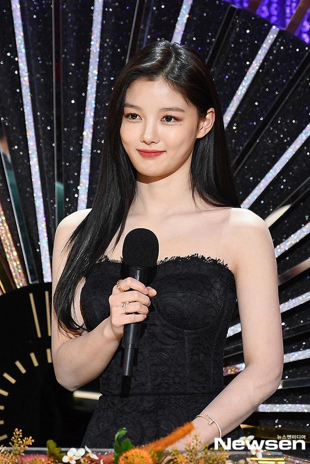 Mỹ nhân hot nhất SBS Drama Awards 2020 gọi tên Kim Yoo Jung: Sao nhí lột xác thành nữ thần, chấp hết mọi ống kính phóng viên - Ảnh 11.