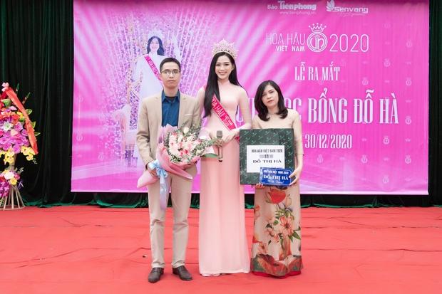 Hoa hậu Đỗ Hà lần đầu về lại trường cấp 3 sau đăng quang, lần này ghi điểm tuyệt đối chứ không còn ảnh gây hiểu lầm nào nữa rồi - Ảnh 4.
