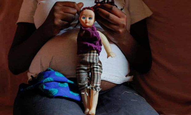 Hàng nghìn nữ sinh ở Kenya bỗng dưng mang bầu giữa đại dịch Covid-19, lý do vì đâu mà xảy ra thực trạng nhức nhối đến như vậy? - Ảnh 1.