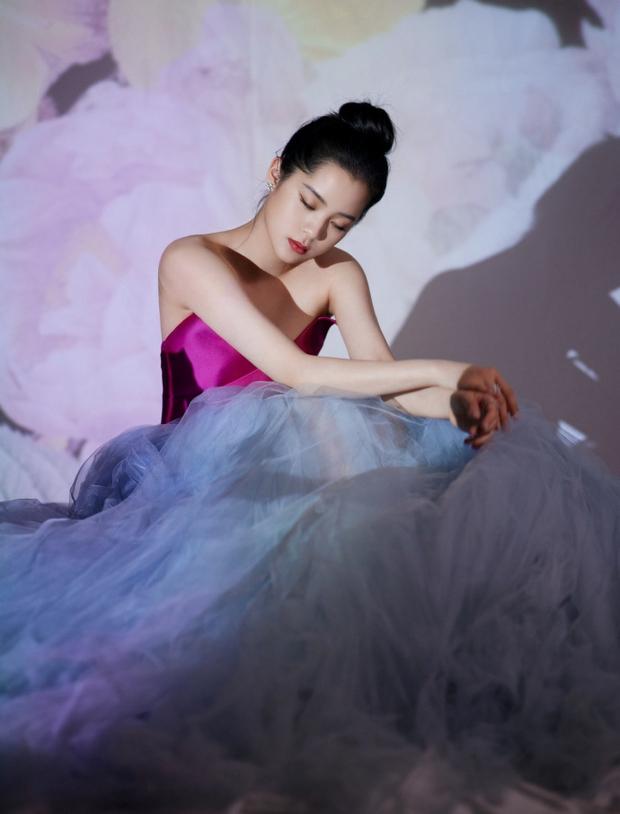 Dàn sao khủng tại gala năm mới: Dương Mịch đọ sắc cực gắt với đàn em, Vương Nhất Bác lộ diện sau scandal bị cảnh sát điều tra - Ảnh 11.