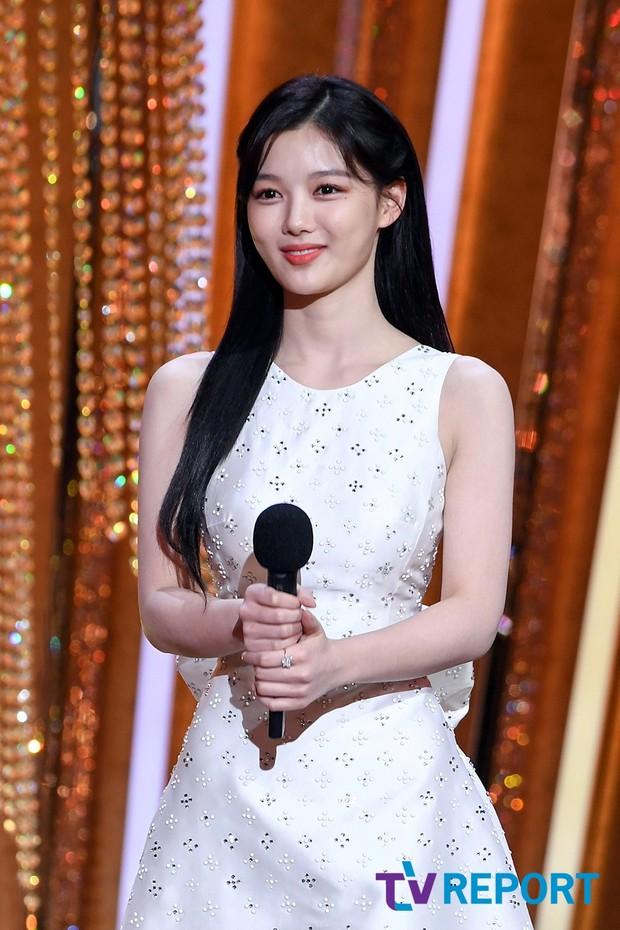 Mỹ nhân hot nhất SBS Drama Awards 2020 gọi tên Kim Yoo Jung: Sao nhí lột xác thành nữ thần, chấp hết mọi ống kính phóng viên - Ảnh 4.