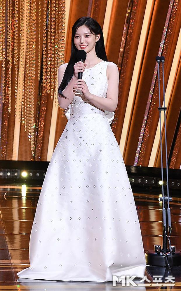 Mỹ nhân hot nhất SBS Drama Awards 2020 gọi tên Kim Yoo Jung: Sao nhí lột xác thành nữ thần, chấp hết mọi ống kính phóng viên - Ảnh 5.