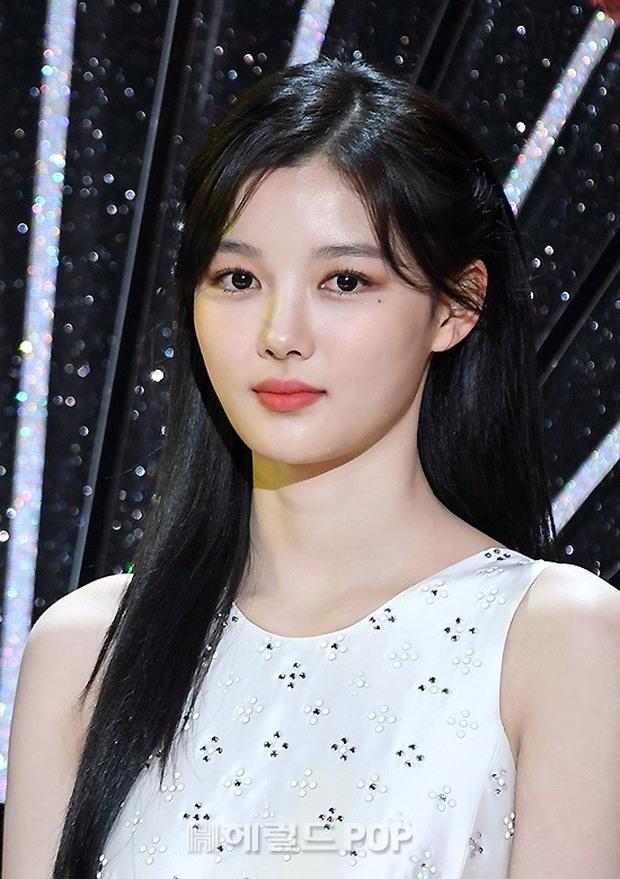 Mỹ nhân hot nhất SBS Drama Awards 2020 gọi tên Kim Yoo Jung: Sao nhí lột xác thành nữ thần, chấp hết mọi ống kính phóng viên - Ảnh 6.