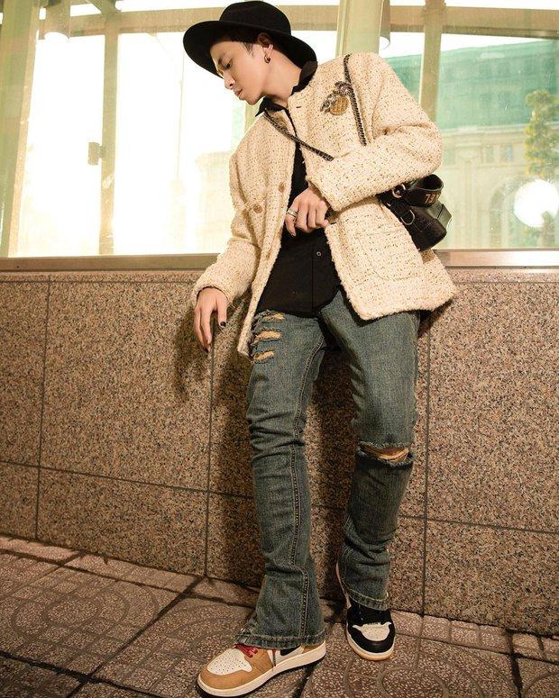 Bad boy ngọt ngào chính là Binz: mặc suit đặc chất Millennial Pink, chân đi mỗi bên một mẫu sneaker hot, rõ là nhắm gặp Châu nên mới bảnh vậy á! - Ảnh 9.