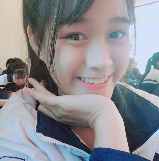 Xả vai Hoa hậu, Đỗ Thị Hà đeo kính cận và để mặt mộc đúng lứa tuổi 19: Xinh miễn chê luôn! - Ảnh 3.