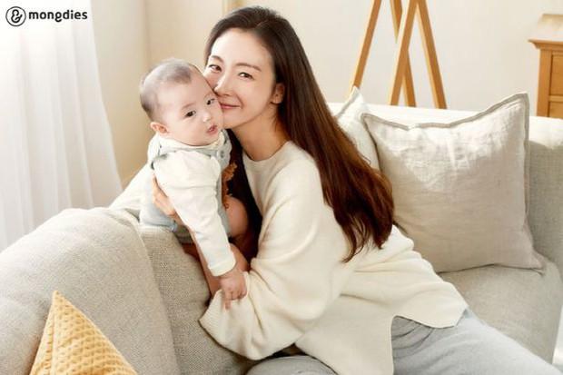 Choi Ji Woo lộ vóc dáng thật sau hơn 6 tháng sinh con qua hình chưa chỉnh sửa, liệu U50 có còn hoàn hảo? - Ảnh 3.