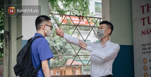TP.HCM: Hạn chế các hoạt động tập trung đông người, bắt buộc đeo khẩu trang ngoài lớp học - Ảnh 1.