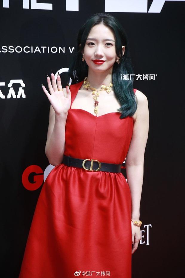 Thảm đỏ GQ 2020: Dương Mịch hoá cô tiên xanh chanh sả, Đàm Tùng Vận đẹp tinh khôi bên Dương Dương cùng dàn nam thần - Ảnh 10.