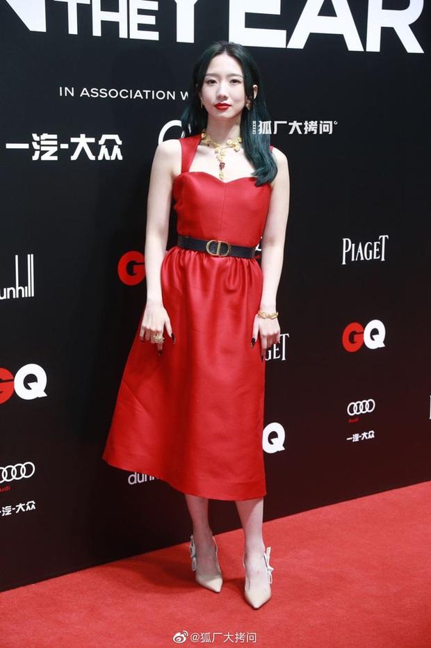 Thảm đỏ GQ 2020: Dương Mịch hoá cô tiên xanh chanh sả, Đàm Tùng Vận đẹp tinh khôi bên Dương Dương cùng dàn nam thần - Ảnh 11.