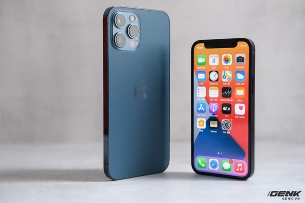 Trên tay chiếc iPhone bị người Việt ghẻ lạnh năm nay: Nhỏ tẹo bằng bàn tay, dùng một tay thì sướng, hai tay thì... sượng - Ảnh 19.