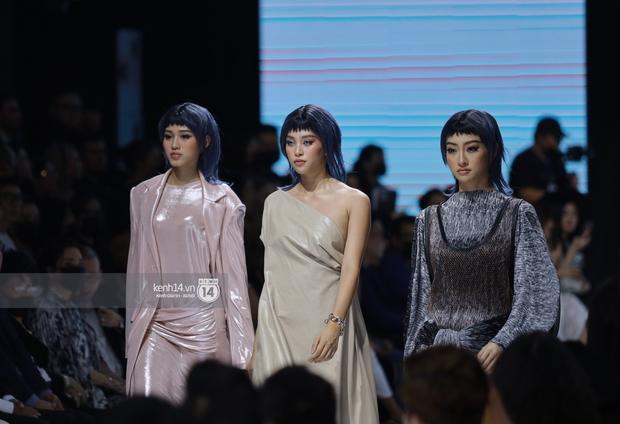 Dàn vedette toàn Hoa hậu khác tới nỗi không ai nhận ra, sốc nhất là visual của tân HH Đỗ Thị Hà trong show diễn mở màn cho AVIFW 2020 - Ảnh 10.