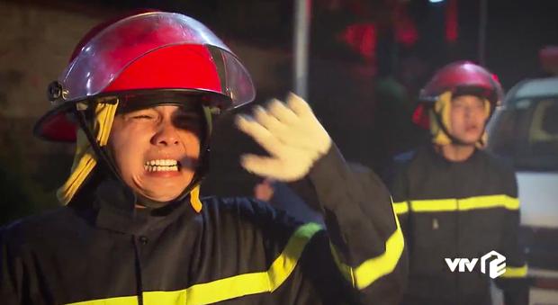 Khán giả nhói lòng với chuyện lính cứu hỏa hi sinh ở Lửa Ấm: Chồng mình cũng thế mà chỉ biết gọi Anh ơi! - Ảnh 5.