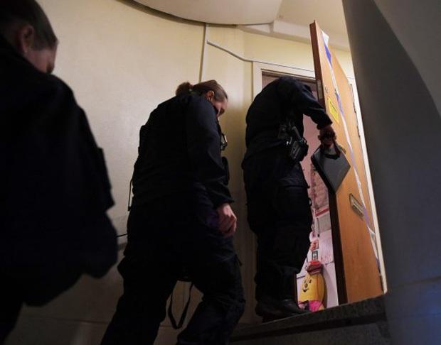 Vụ mẹ nhốt con trai suốt 28 năm đến mức người trơ xương, toàn thân lở loét: Cảnh sát có kết luận bất ngờ khiến dân tình hoang mang - Ảnh 1.