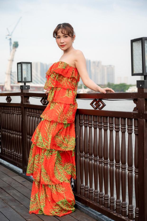 Bùi Anh Tuấn ngẫu hứng hát Acoustic trên du thuyền trong buổi ra mắt show thực tế mới - Ảnh 2.