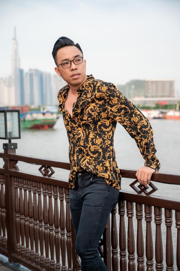 Bùi Anh Tuấn ngẫu hứng hát Acoustic trên du thuyền trong buổi ra mắt show thực tế mới - Ảnh 8.