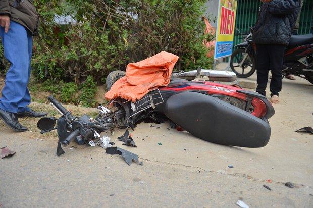 Yên Bái: Xe máy va chạm kinh hoàng với ô tô con, một người bị húc văng qua hàng rào nhập viện khẩn cấp - Ảnh 5.