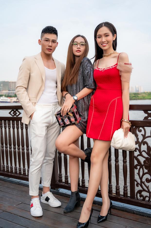 Bùi Anh Tuấn ngẫu hứng hát Acoustic trên du thuyền trong buổi ra mắt show thực tế mới - Ảnh 14.