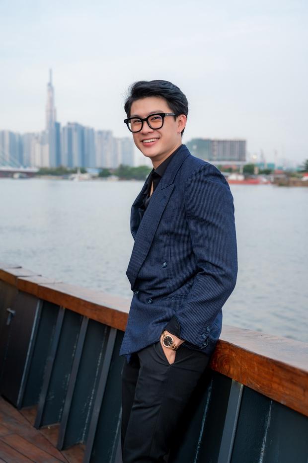 Bùi Anh Tuấn ngẫu hứng hát Acoustic trên du thuyền trong buổi ra mắt show thực tế mới - Ảnh 11.