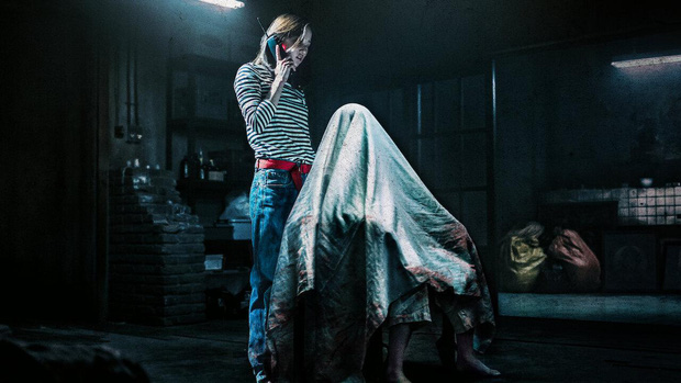 The Call so với bản năm 2011: Ác nữ bản gốc không thèm lộ diện, thay đổi đáng sợ nhất chính là twist khủng cuối phim - Ảnh 8.