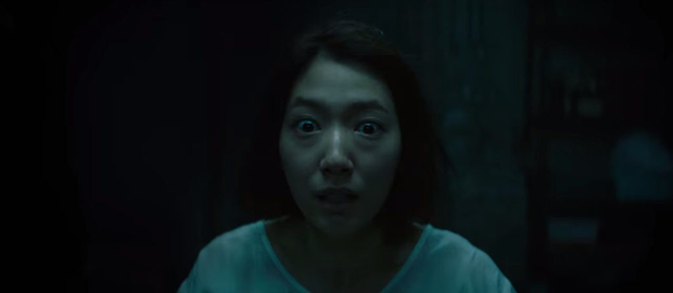 The Call so với bản năm 2011: Ác nữ bản gốc không thèm lộ diện, thay đổi đáng sợ nhất chính là twist khủng cuối phim - Ảnh 9.