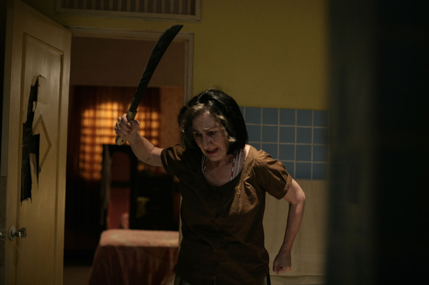 The Call so với bản năm 2011: Ác nữ bản gốc không thèm lộ diện, thay đổi đáng sợ nhất chính là twist khủng cuối phim - Ảnh 3.