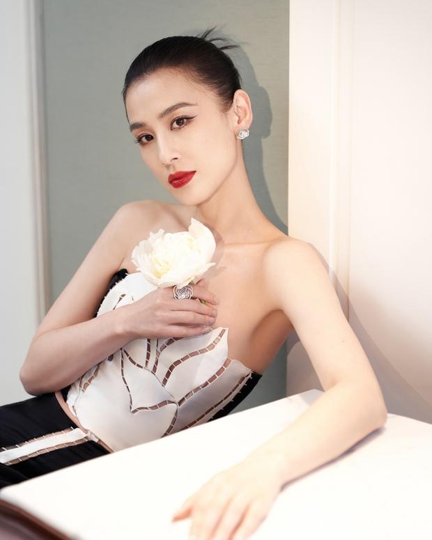 Nàng dâu bạc tỷ Huỳnh Thánh Y đẹp như tượng tạc trong sáng tạo của NTK Việt - Ảnh 1.