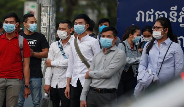 Lây nhiễm COVID-19 tại Campuchia vượt báo động đỏ - Ảnh 1.
