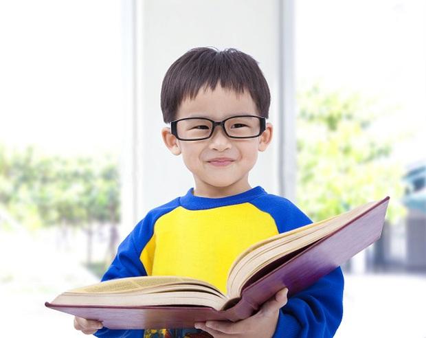 Nhờ phương pháp giáo dục sớm, cậu bé này 3 tuổi đã nhớ được 2000 ký tự nhưng kết cục sau đó khiến nhiều bố mẹ giật mình xem lại cách dạy con - Ảnh 2.