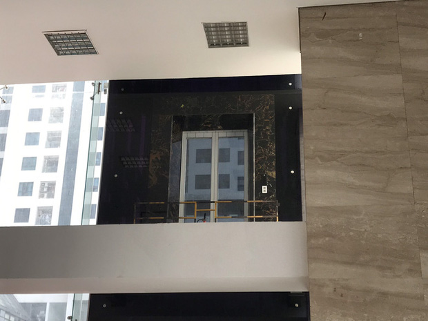 """Vụ người đàn ông rơi từ tầng 2 thang máy chung cư xuống đất ở Hà Nội: """"Thang do chủ đầu tư lắp đặt thêm, sai thiết kế và vận hành chui"""" - Ảnh 3."""