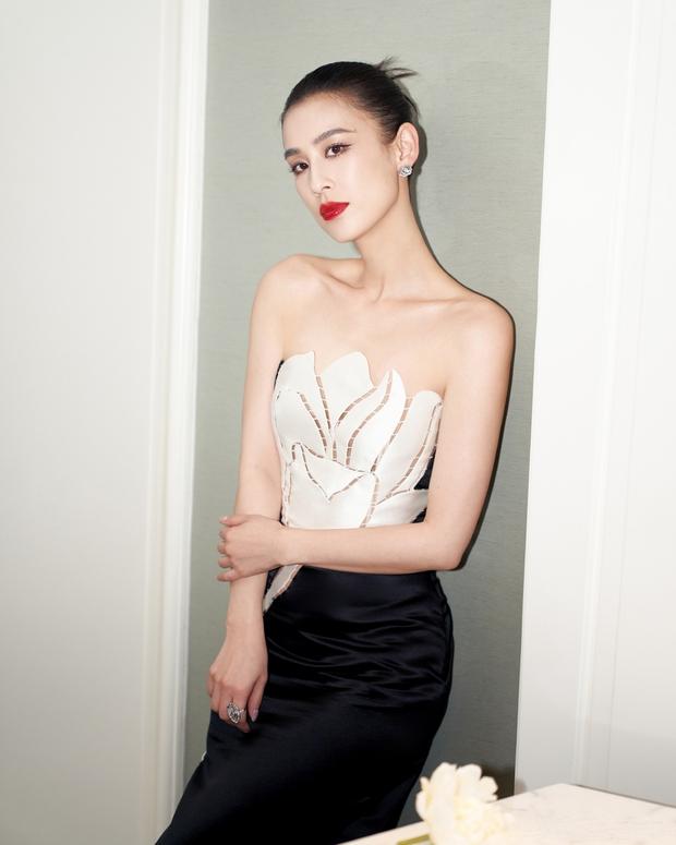 Nàng dâu bạc tỷ Huỳnh Thánh Y đẹp như tượng tạc trong sáng tạo của NTK Việt - Ảnh 3.