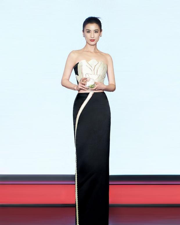 Nàng dâu bạc tỷ Huỳnh Thánh Y đẹp như tượng tạc trong sáng tạo của NTK Việt - Ảnh 4.