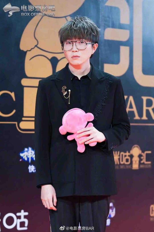 Dàn sao Hoa ngữ đổ bộ thảm đỏ Migu Music Awards 2020: Tình tin đồn của Lisa Thái Từ Khôn chiếm trọn spotlight nhờ mái tóc bạch kim thần thánh - Ảnh 9.
