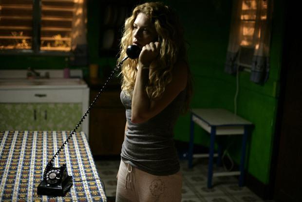 The Call so với bản năm 2011: Ác nữ bản gốc không thèm lộ diện, thay đổi đáng sợ nhất chính là twist khủng cuối phim - Ảnh 11.