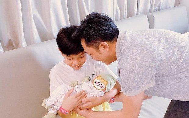 Chỉ đăng 1 bức ảnh cuối tuần, Hà Hồ đã hé lộ được luôn thái độ của Subeo đối với 2 em sinh đôi - Ảnh 5.