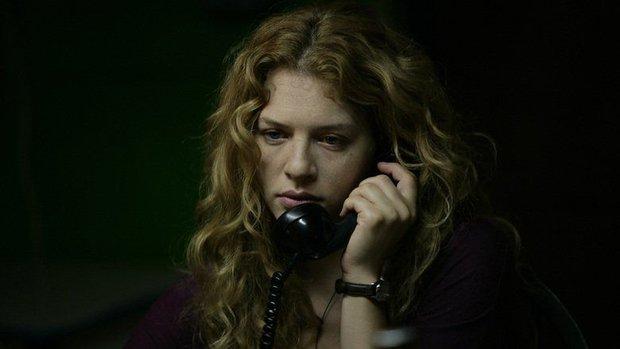 The Call so với bản năm 2011: Ác nữ bản gốc không thèm lộ diện, thay đổi đáng sợ nhất chính là twist khủng cuối phim - Ảnh 2.