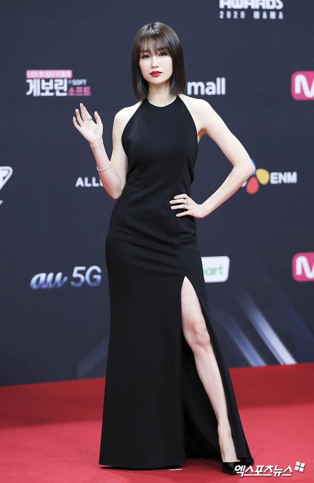 Bà hoàng thảm đỏ MAMA gọi tên Sooyoung và mỹ nhân Gia Đình Là Số 1: Người o ép, người lồ lộ vòng 3 vì đầm mỏng tang! - Ảnh 8.