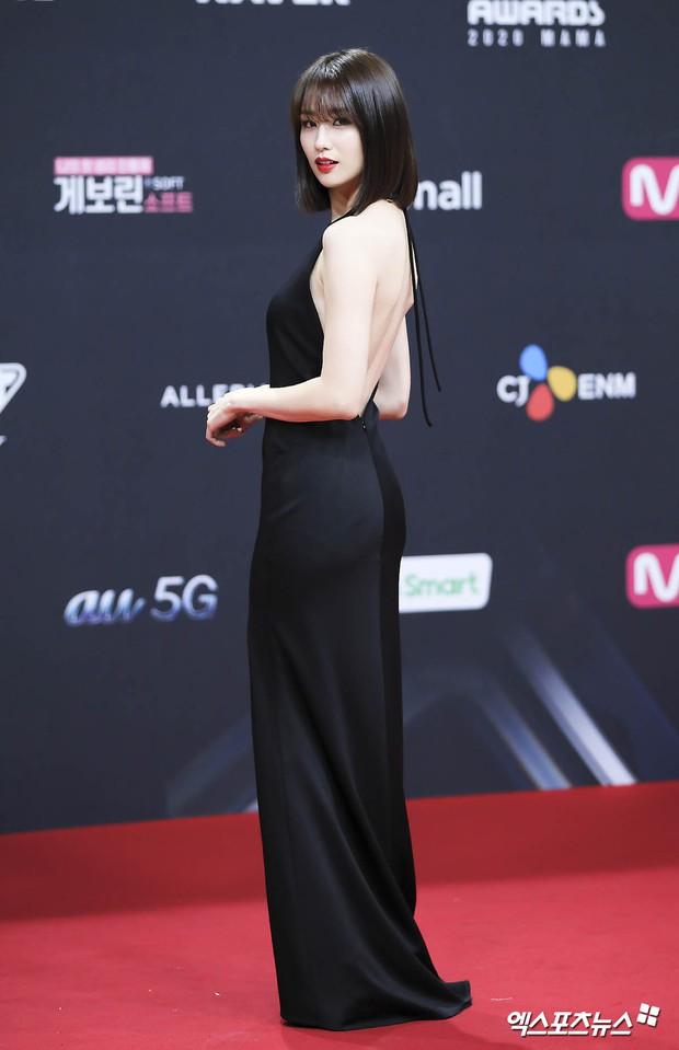 Bà hoàng thảm đỏ MAMA gọi tên Sooyoung và mỹ nhân Gia Đình Là Số 1: Người o ép, người lồ lộ vòng 3 vì đầm mỏng tang! - Ảnh 6.
