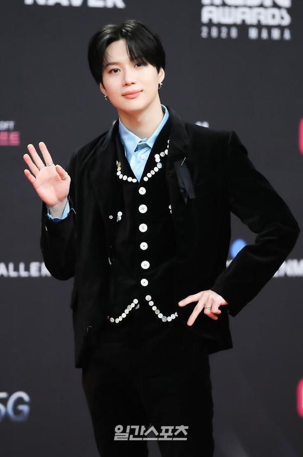 Siêu thảm đỏ MAMA 2020: Song Joong Ki và BTS rung chuyển sự kiện, bạn gái Lee Kwang Soo chặt đẹp, Sooyoung sexy đến nghẹt thở - Ảnh 18.