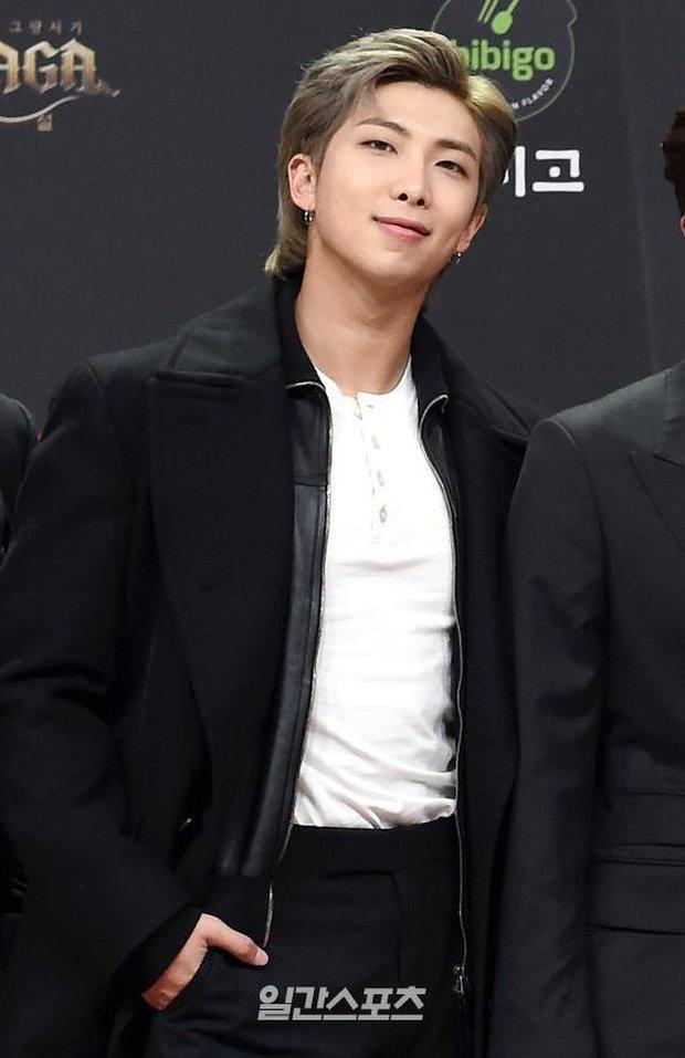 Siêu thảm đỏ MAMA 2020: Song Joong Ki và BTS rung chuyển sự kiện, bạn gái Lee Kwang Soo chặt đẹp, Sooyoung sexy đến nghẹt thở - Ảnh 6.