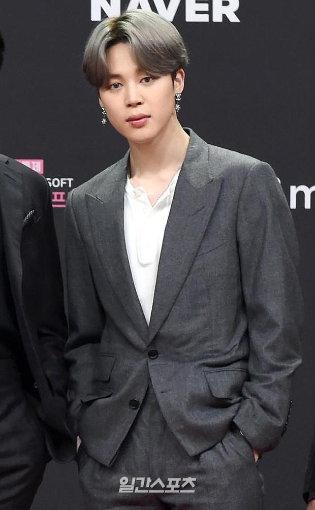Siêu thảm đỏ MAMA 2020: Song Joong Ki và BTS rung chuyển sự kiện, bạn gái Lee Kwang Soo chặt đẹp, Sooyoung sexy đến nghẹt thở - Ảnh 9.