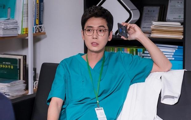 Fan hú hét vì cặp mỹ nam Hospital Playlist tái ngộ ở MAMA 2020: Kề cận nhau mà hổng có vui nha mọi người ơi! - Ảnh 8.