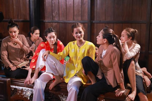 Hương Ly lộ diện là thánh chơi dơ thế hệ mới: Hết ôm sạch đạo cụ, lại đi ăn cắp chuột từ đội khác - Ảnh 9.